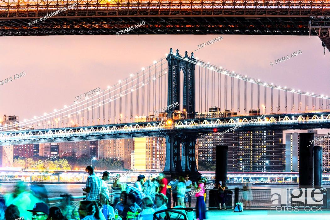 Imagen: Skyline view of Manhattan Bridge from Brooklyn Bridge Park, Lower Manhattan, New York City, USA.