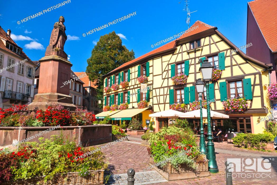 Stock Photo: Fountain and picturesque houses in the village of Ribeauvillé, Alsace, France, Europe.