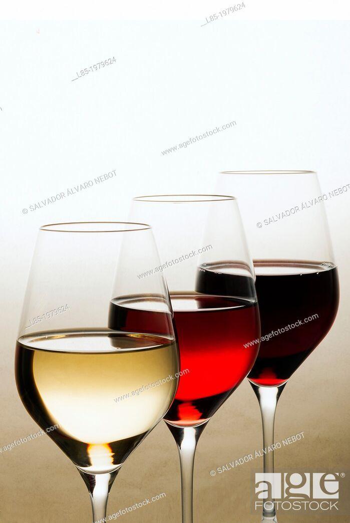Imagen: Glasses of wine.