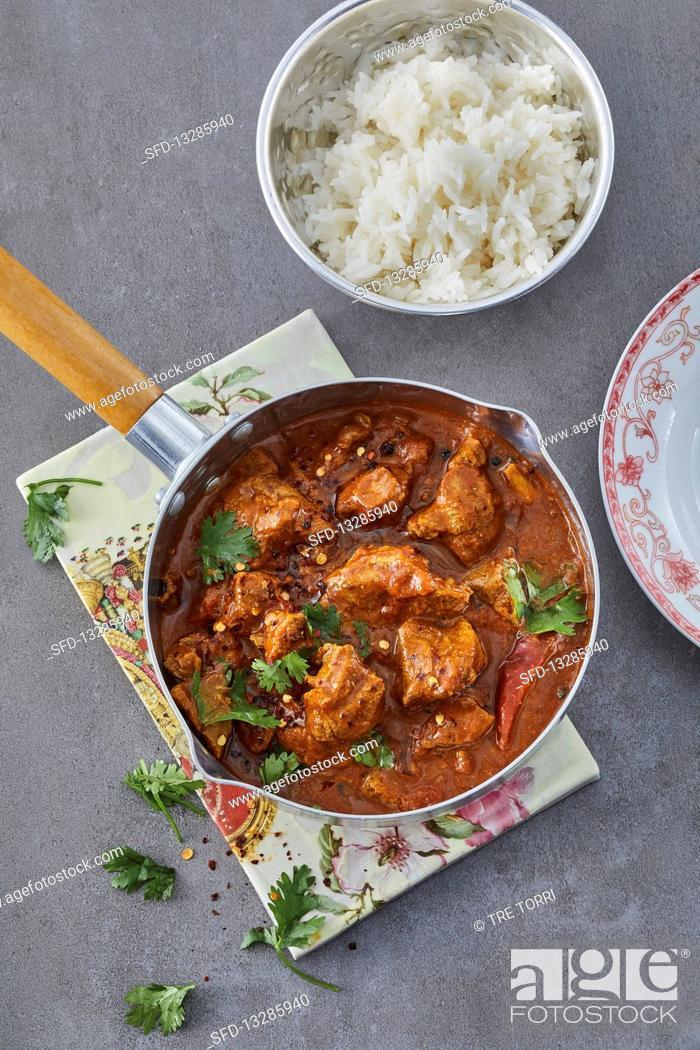 Photo de stock: Spicy lamb goulash Goan vindaloo-styla.