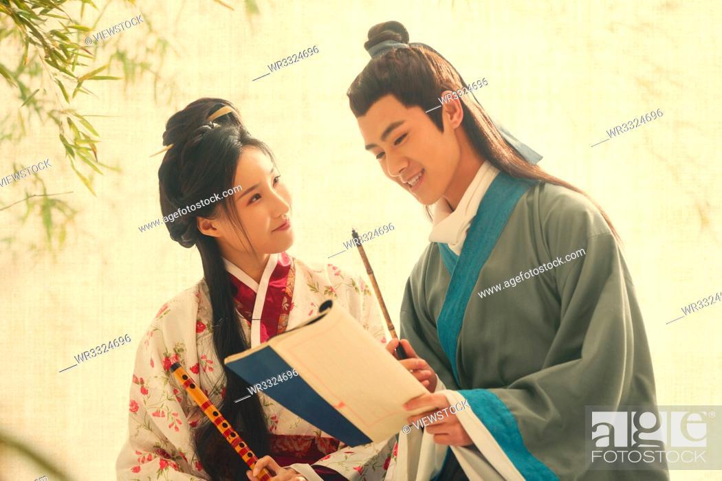 Imagen: Ancient costume couples.