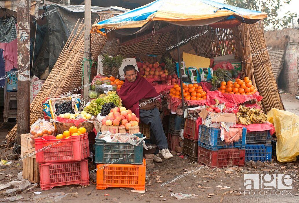 Stock Photo: India: Punjab: Street fruit shop.