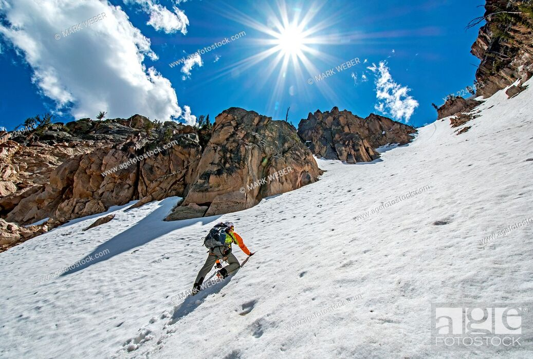Imagen: climbing the Chockstone Couloir, AKA the Boy Scout Couloir an alpine route which is rated Grade 3, Class 4 and located on The Grand Mogul in the Sawtooth.