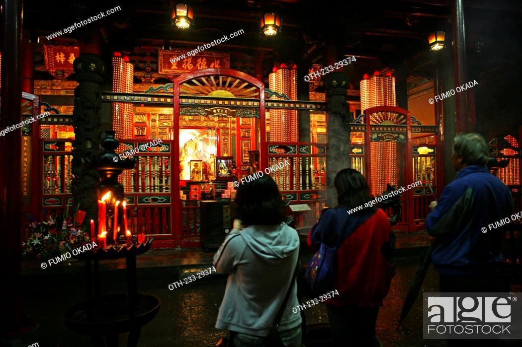 Stock Photo: Worshipper at Lungshan Temple, Taipei, Taiwan.