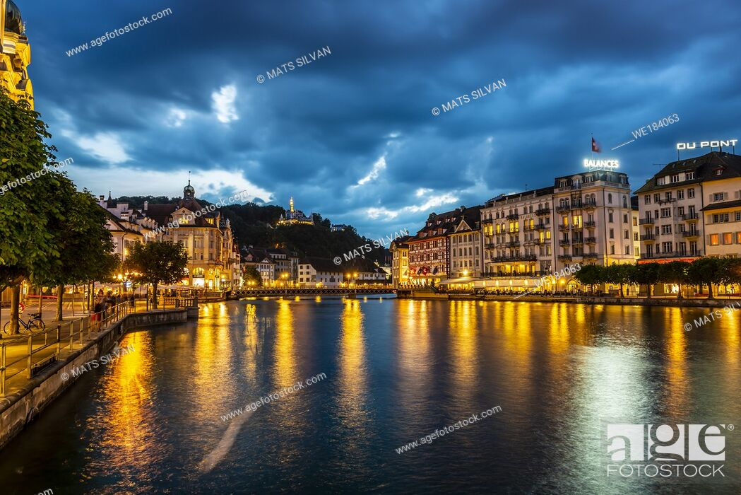 Imagen: Reuss River and City of Lucerne at Night in Switzerland.