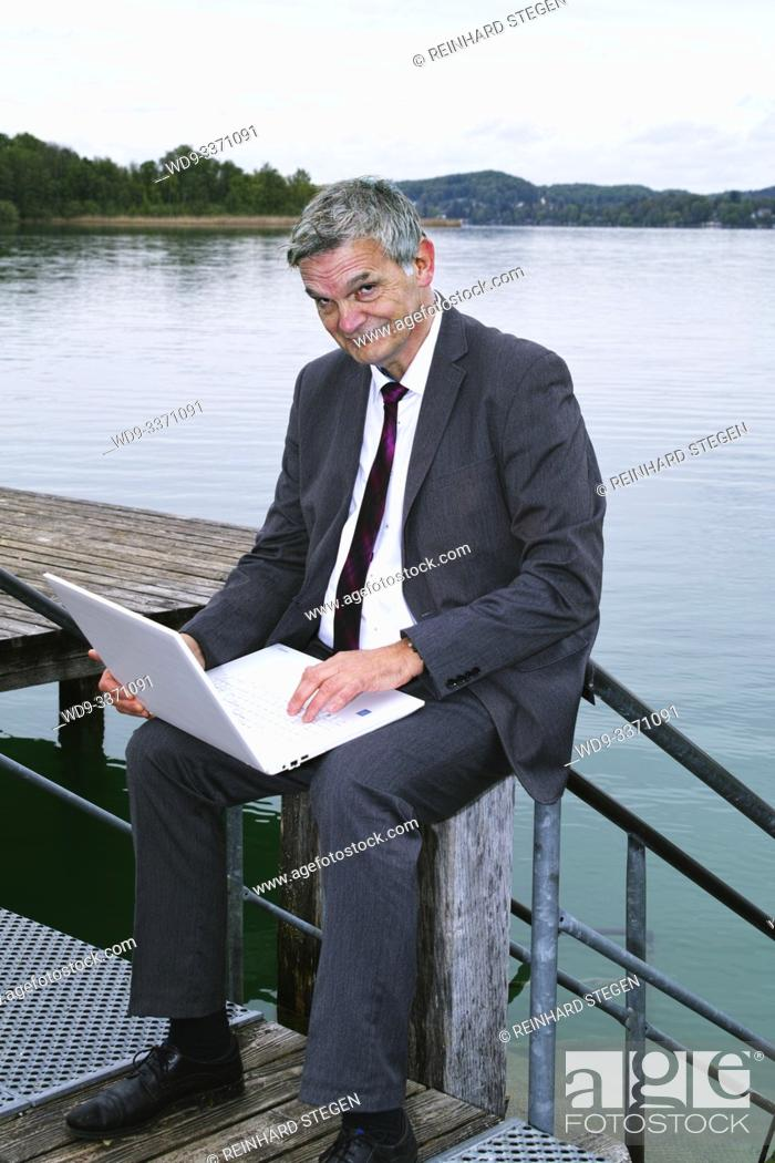 Imagen: man on wooden pier; by the lake.