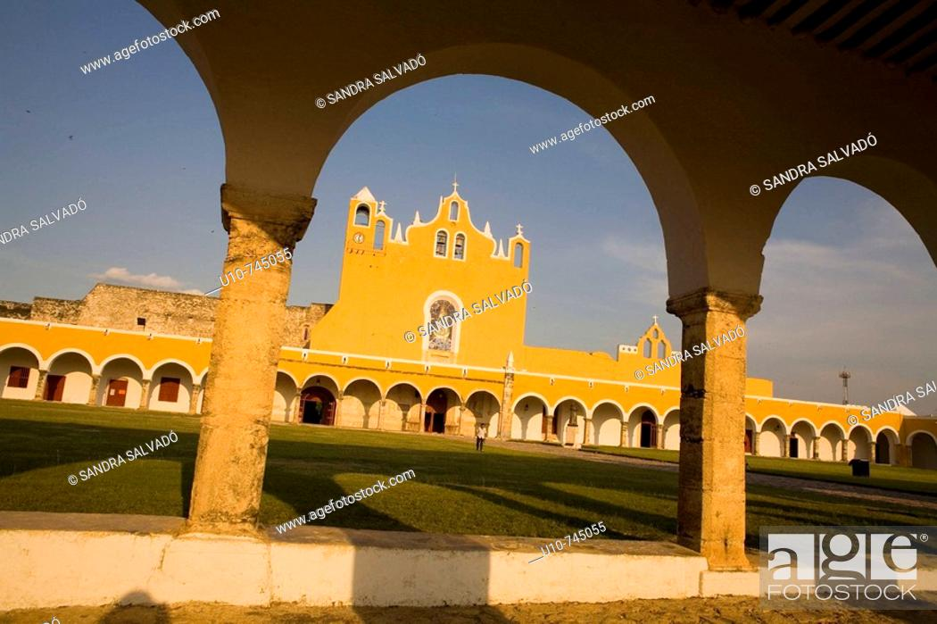 Stock Photo: Franciscan monastery of San Antonio de Padua, Izamal. Yucatan, Mexico.
