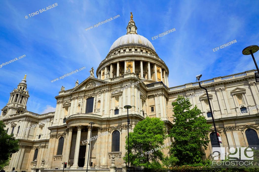 Imagen: London St Paul Pauls Cathedral facade in England.