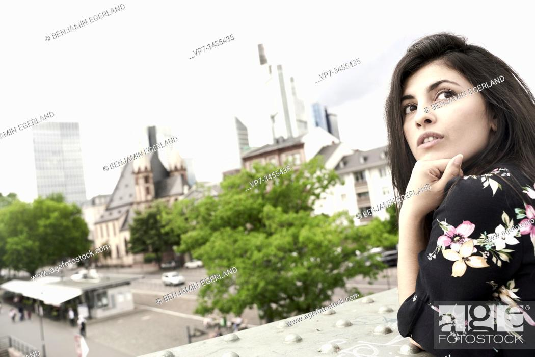 Photo de stock: Young woman leaning with hand on chin. Frankfurt am Main. Germany.
