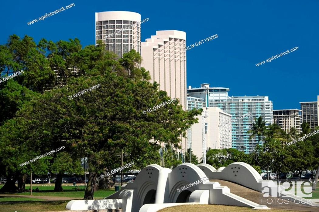Stock Photo: Footbridge in a park, Honolulu, Oahu, Hawaii Islands, USA.