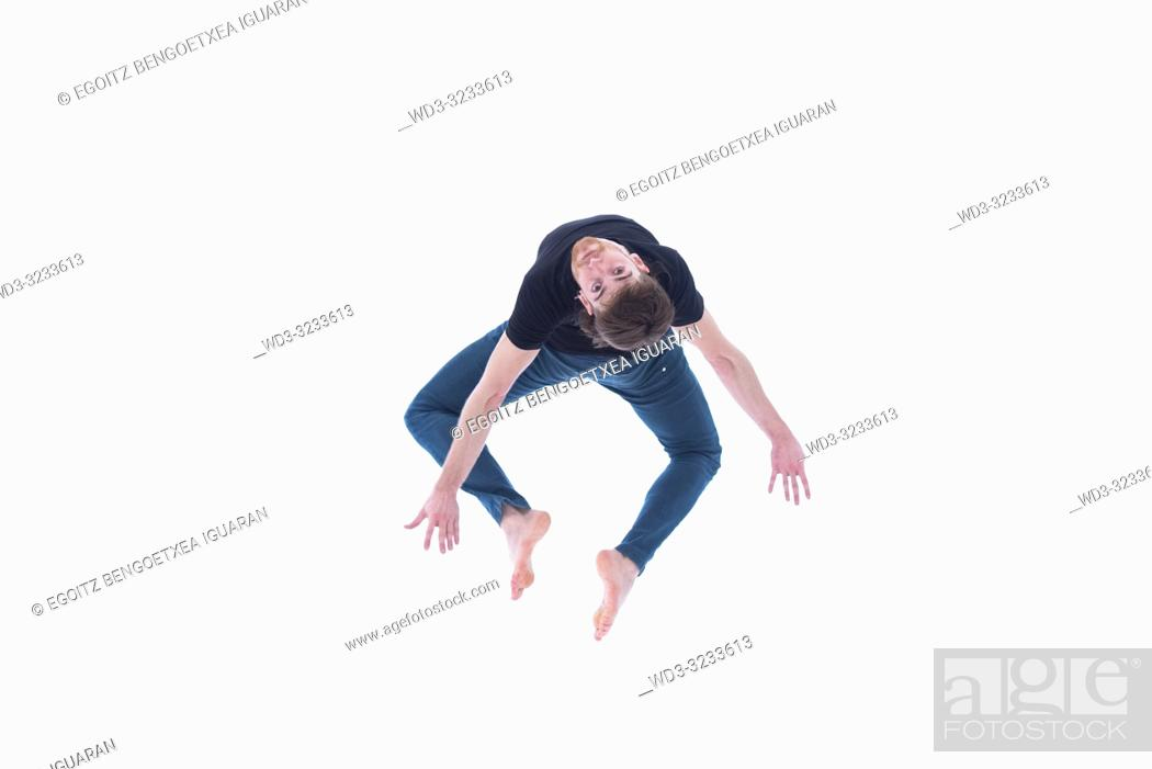 Imagen: Casual dressed contemporary dancer on white background.