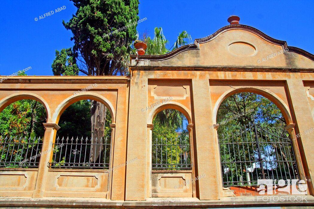 Photo de stock: iron fence in the garden, Vilanova i la Geltrú, Catalonia, Spain.