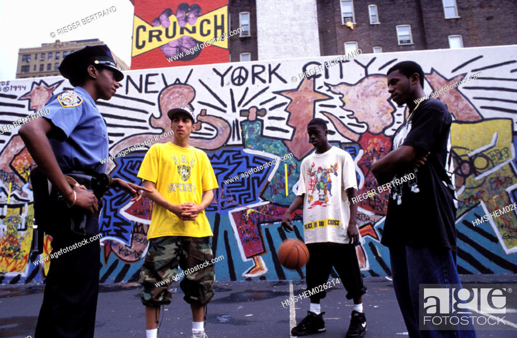 Stock Photo: United States, New York, Manhattan, Upper west Side, field of basketball for underprivileged young people.