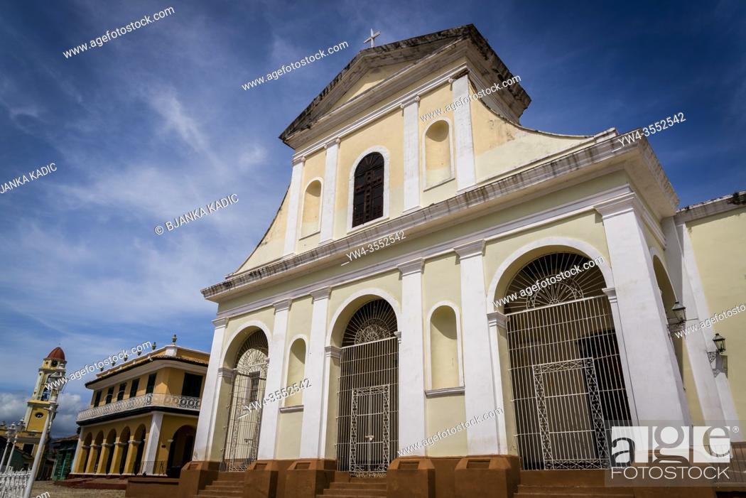 Photo de stock: Church of the Holy Trinity at the Plaza Mayor, Trinidad, Cuba.