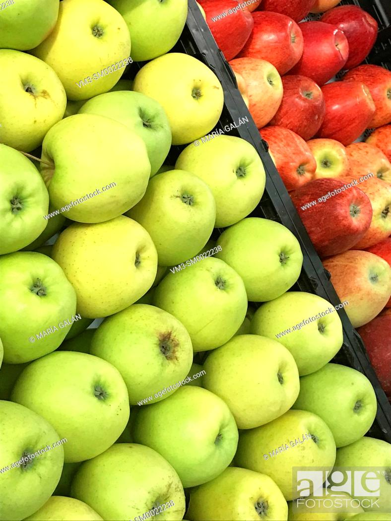 Stock Photo: Green apples and red apples.