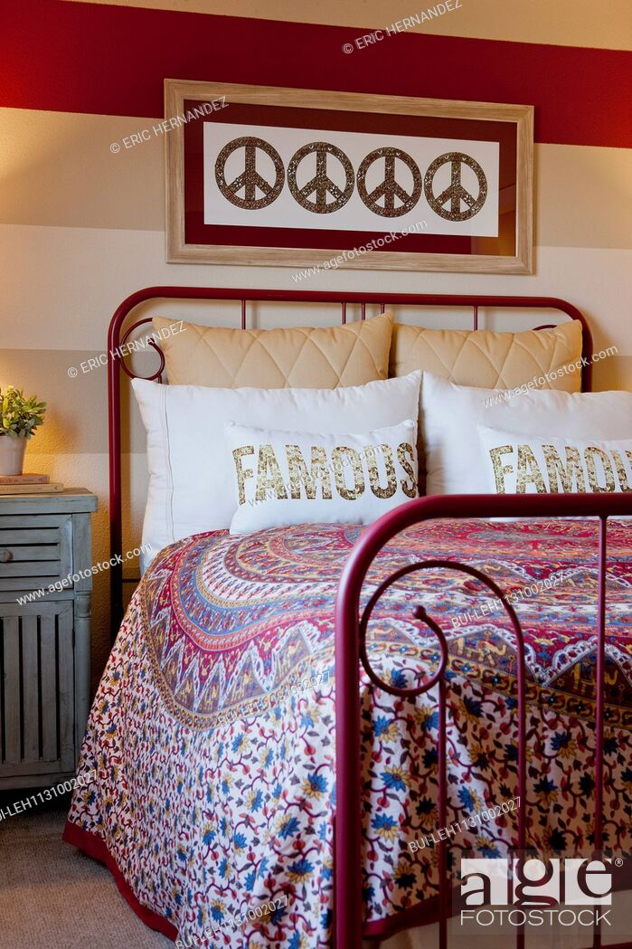 Imagen: Pillows on wrought iron bed.