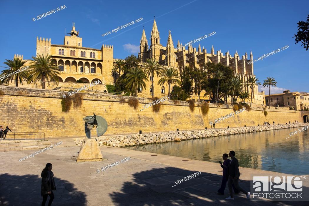 Stock Photo: Cathedral La Seu, Parc del Mar and Royal Palace of La Almudaina, Palma de Mallorca. Majorca, Balearic Islands, Spain Europe.