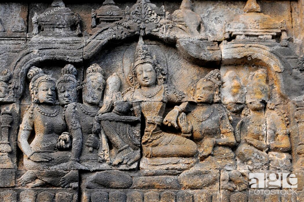 Imagen: Bas-relief in ancient buddhist temple Borobudur, Yogjakarta Indonesia.