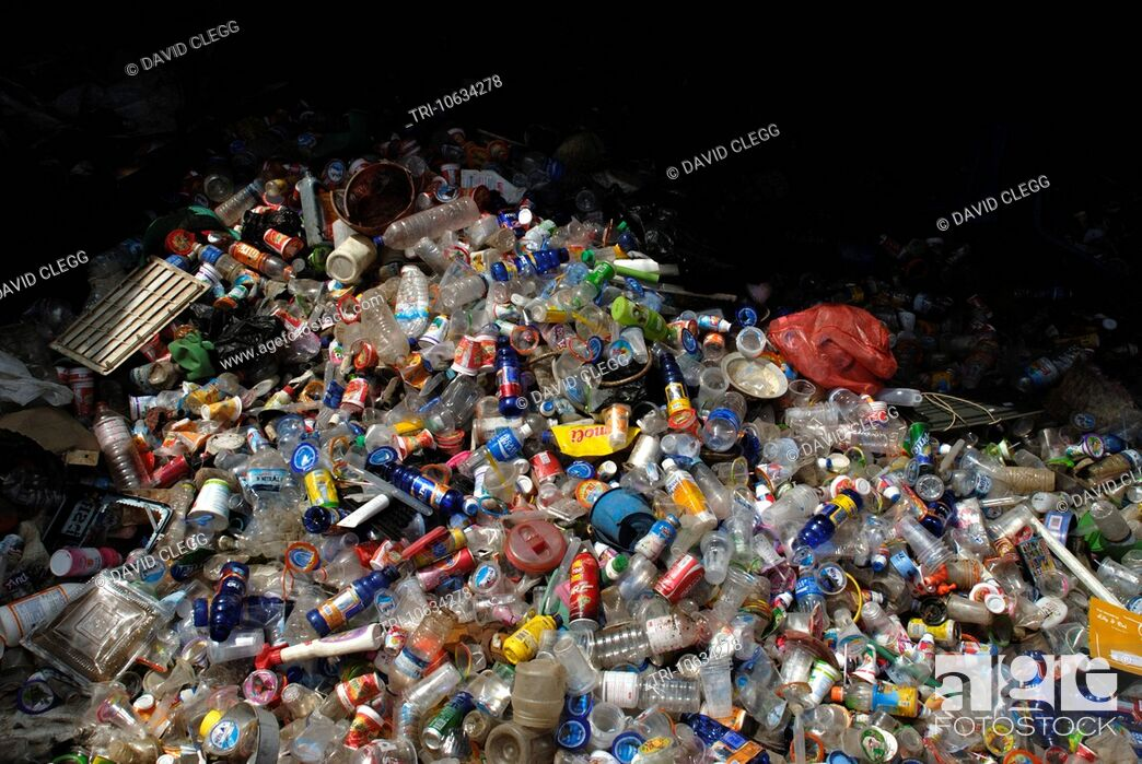 Imagen: Plastic bottles collected for recycling Terara Lombok Timur NTB Indonesia.