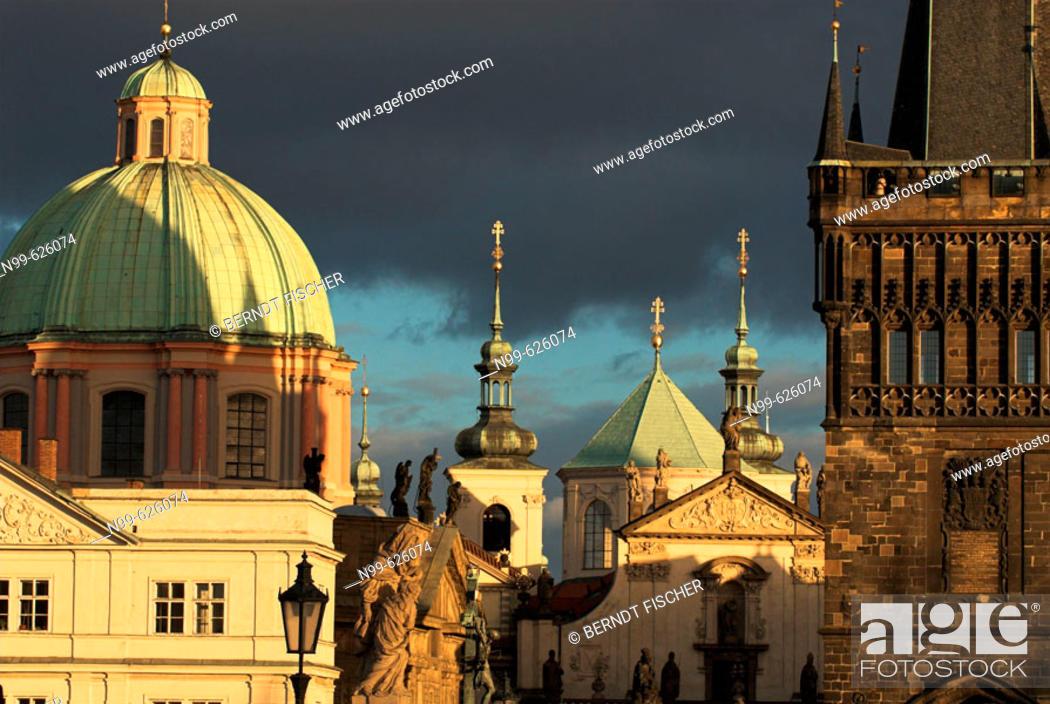 Stock Photo: Prague, old town, Charles bridge, bridge tower, church St. Franziskus, Czech Republic.