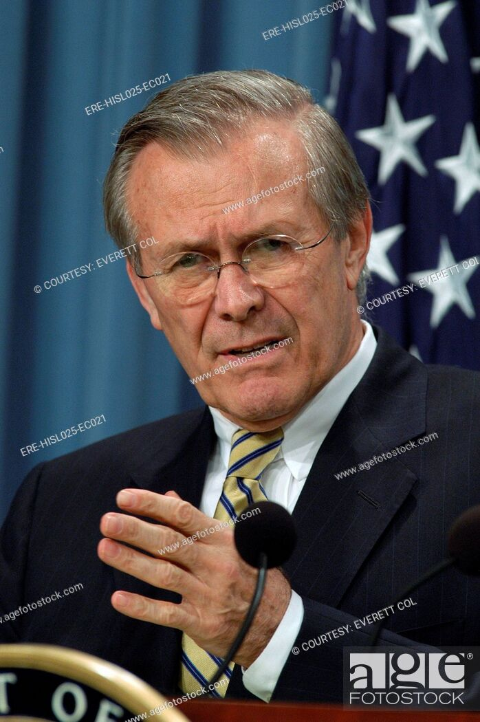 Imagen: Donald H. Rumsfeld Secretary of Defense during a press briefing about Operation Iraqi Freedom the U.S. lead coalition's invasion of Iraq. April 7 2003.