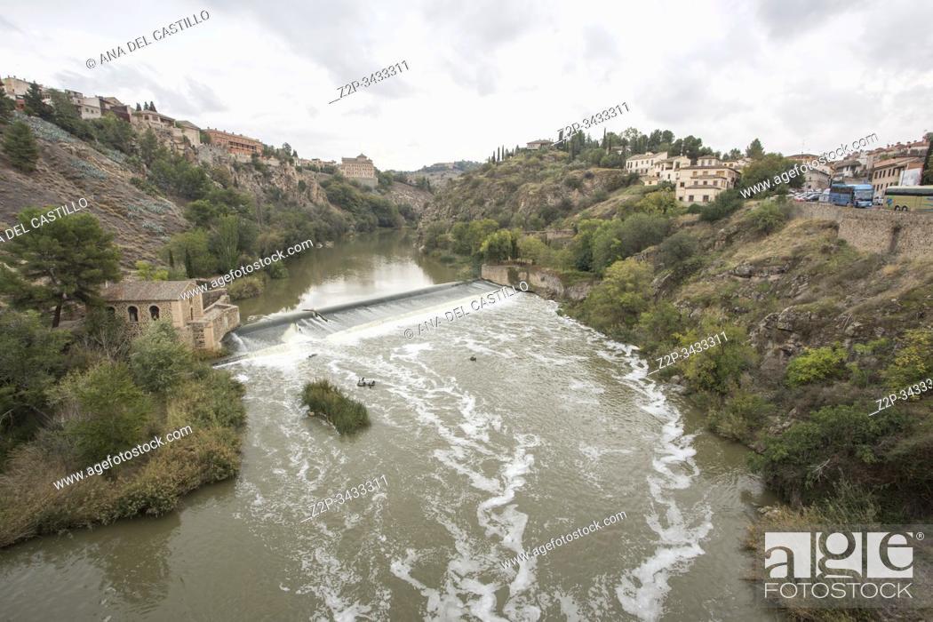 Imagen: Toledo, Castilla, Spain: Alcantara bridge over Tagus river.