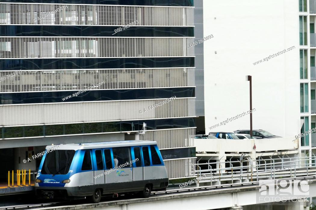 Imagen: MIAMI, FLORIDA, Metromover train. Downtown.