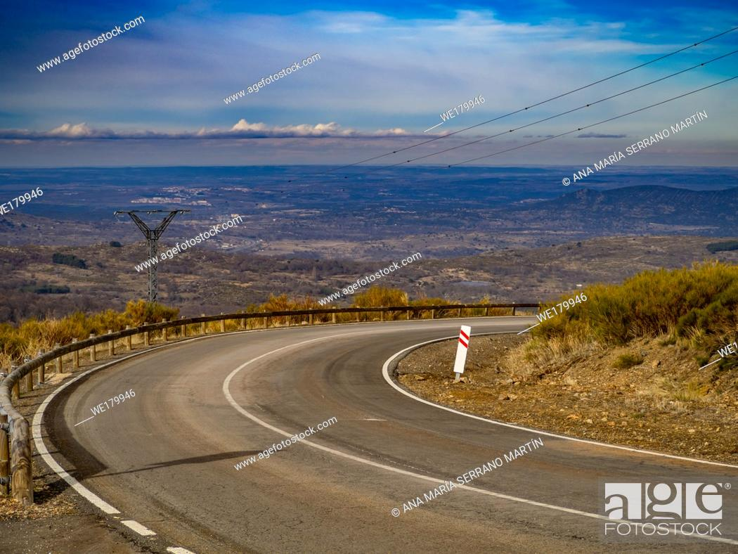 Imagen: Aerial view of mountain landscape with a road and cloudy sky on a winter day on La Covatilla, Bejar (Salamanca).