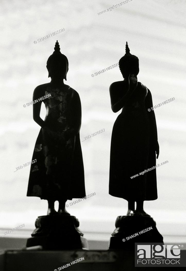 Imagen: Figures at Wat Rakhang Bell Temple in Bangkok in Thailand in Southeast Asia Far East.