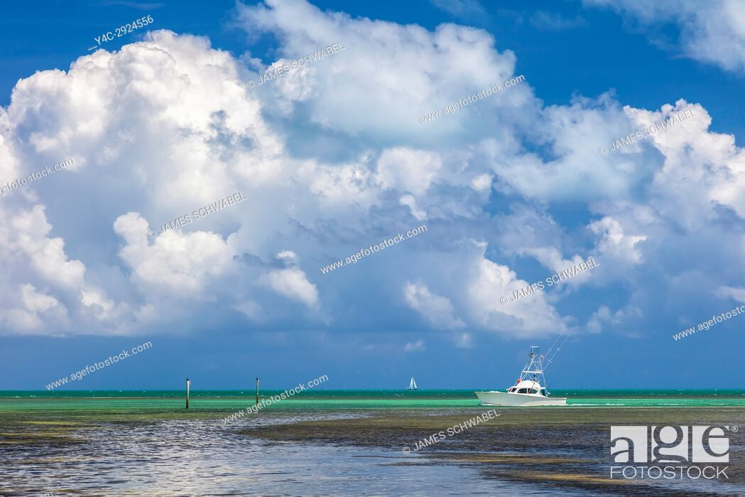 Imagen: Boat in Atlantic Ocean off the Florida Keys.