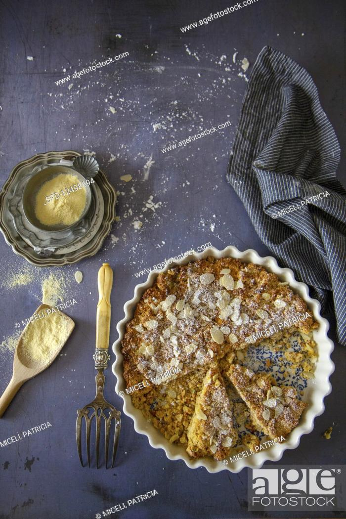 Photo de stock: Sbriciolata with flaked almonds (Italy).