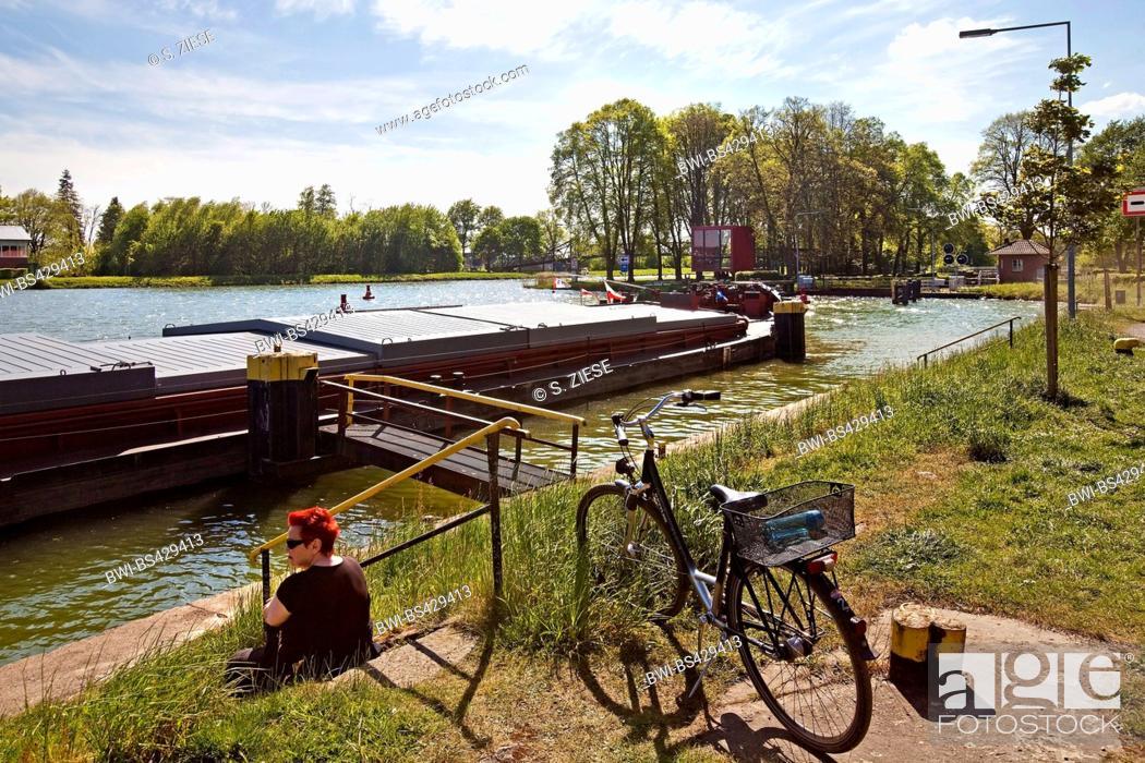 Stock Photo: cyclist having a brake at the Dortmund-Ems Canal, Nasses Dreieck, Germany, North Rhine-Westphalia, Muensterland, Hoerstel.