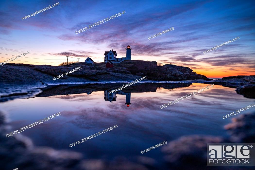 Photo de stock: Lighthouse reflecting in puddle during blue hour before sunrise.