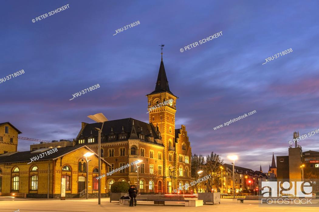 Stock Photo: Das historische Hafenamt in der Abenddämmerung, Köln, Nordrhein-Westfalen, Deutschland | Historic Hafenamt port authority building at dusk, Cologne.