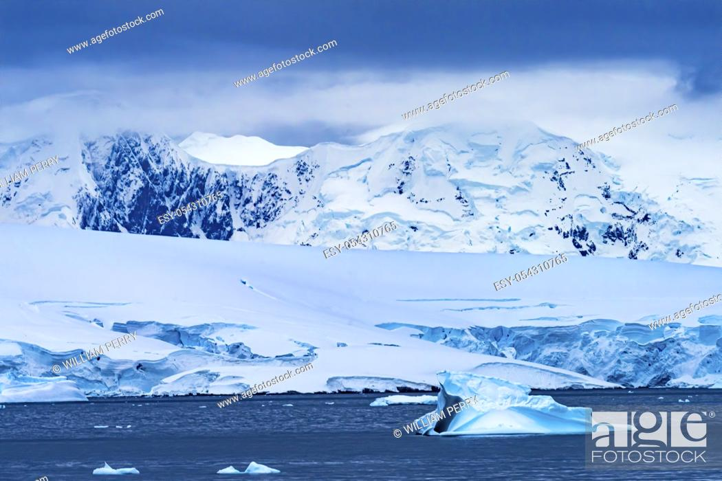 Imagen: Blue Iceberg Glaciers Mountains Charlotte Bay Antarctic Peninsula Antarctica. Glacier ice blue because air squeezed out of snow.