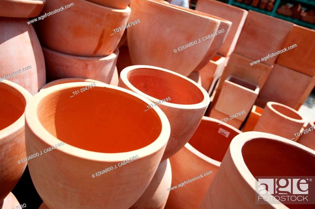 Stock Photo: Clay pots in crafts store in Benacazon. Seville. Andalusia. Spain.