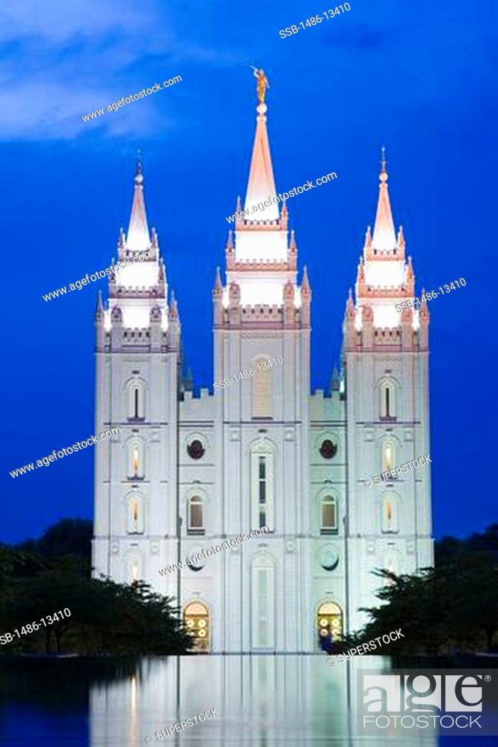 Stock Photo: USA, Utah, Salt Lake City, Mormon Temple and reflecting pool in Temple Square.
