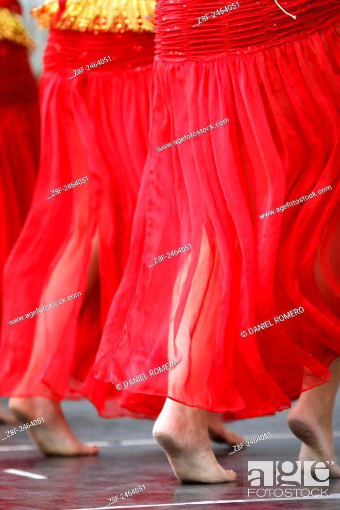 Photo de stock: Belly dance. Young girls dancing. Detail.
