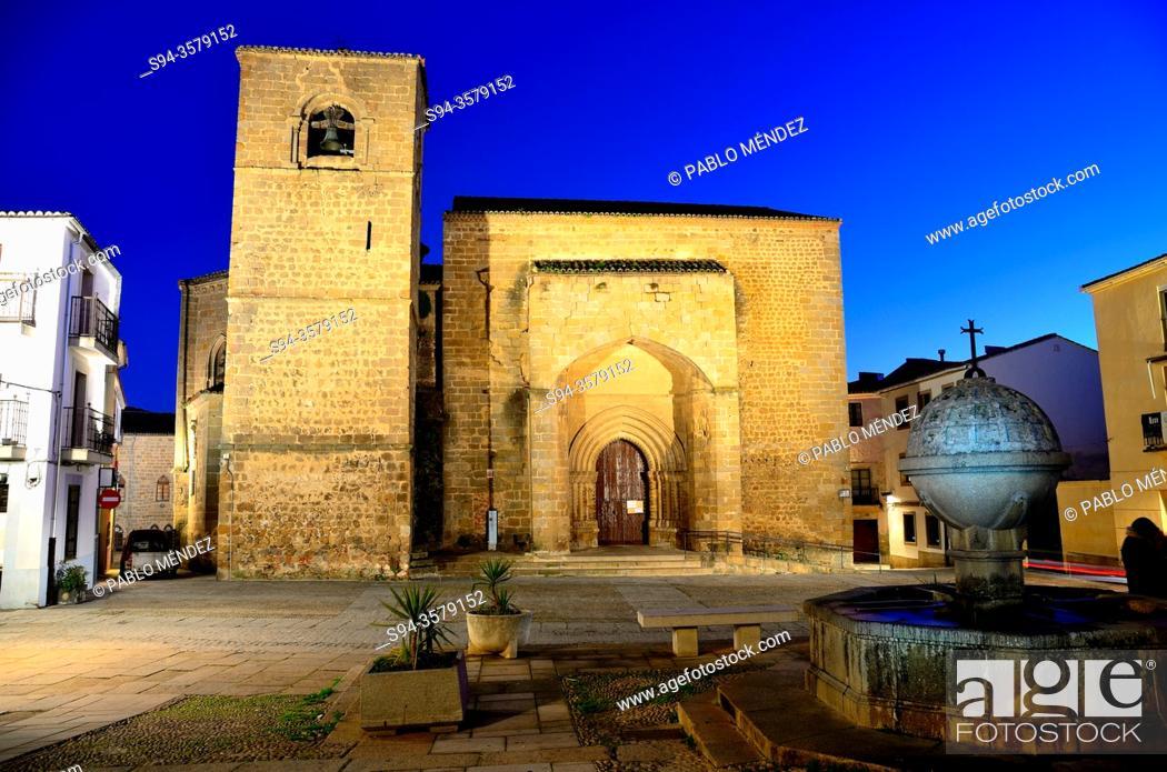 Stock Photo: San Nicolas square: church of San Nicolas, Plasencia, Caceres, Spain.