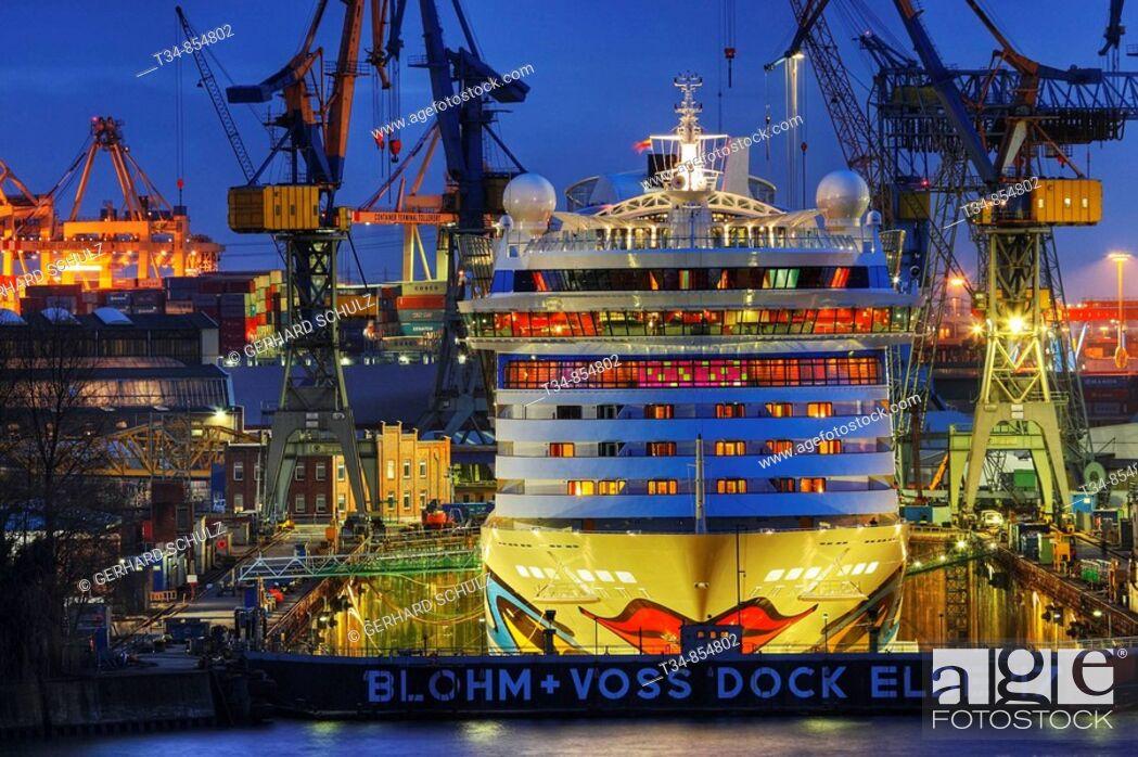 Stock Photo: AIDALUNA im Dock bei Blohm & Voss Hamburg, Deutschland , AIDALUNA in Dock at Blohm & Voss Hamburg, Germany.
