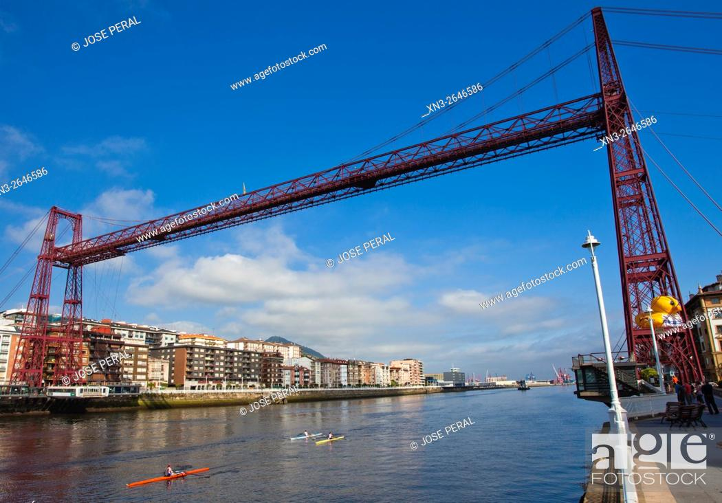 Imagen: The Vizcaya Bridge, commonly call it the Puente Colgante, is a transporter bridge that links the towns of Portugalete and Las Arenas (part of Getxo).