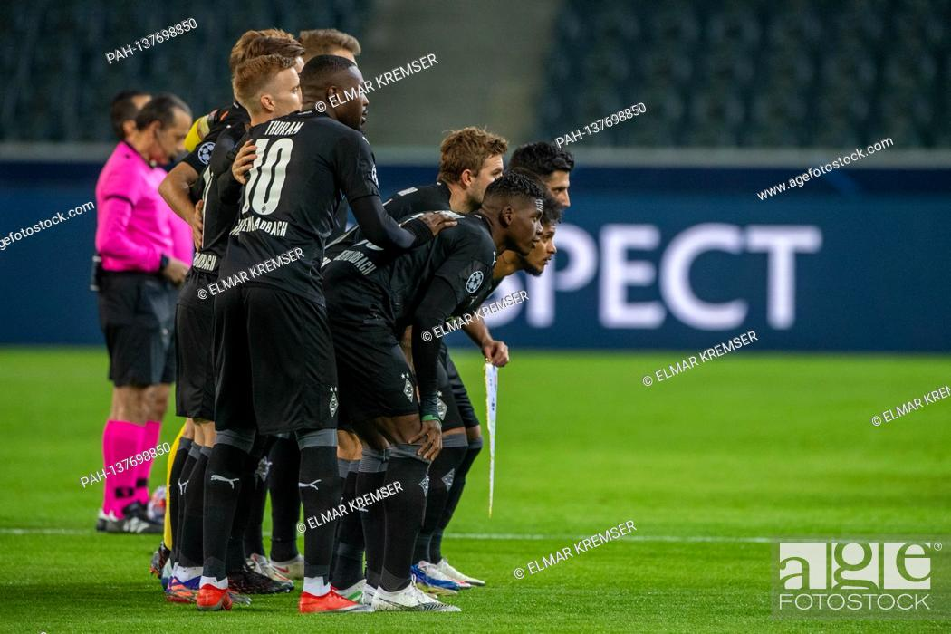 Imagen: The Borussia Monchengladbach players are ready for the team photo, group photo, team photo, team photo, whole figure, landscape format.