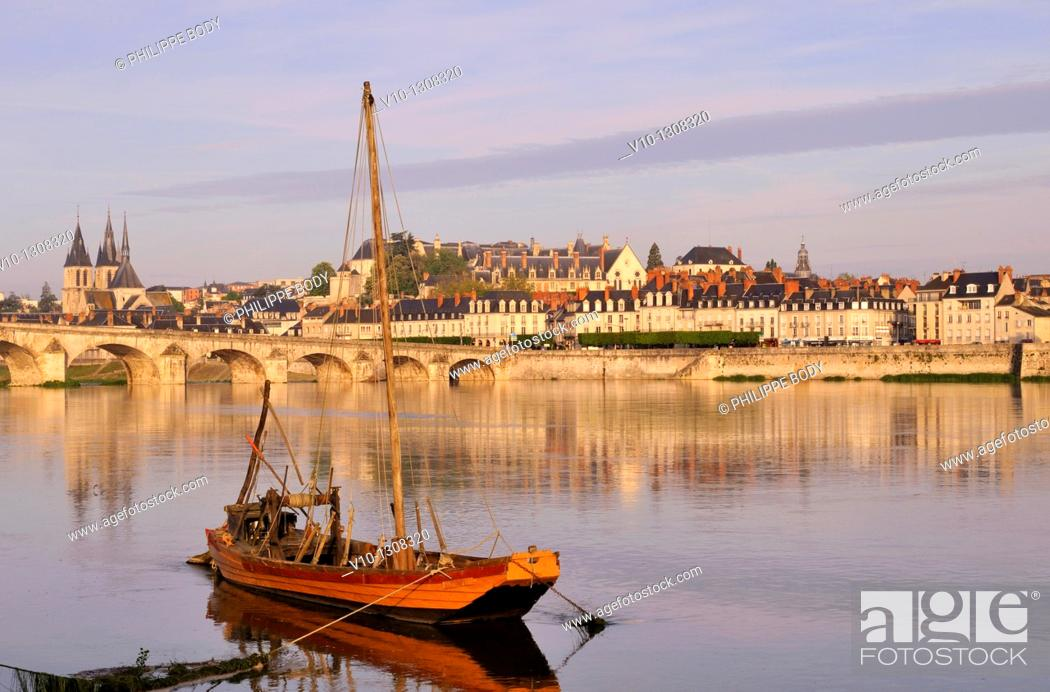 Stock Photo: France, Loir et Cher, Loire Valley on the World Heritage sites list of UNESCO, Blois, the Loire river at Blois, a traditional boat called 'chaland'.