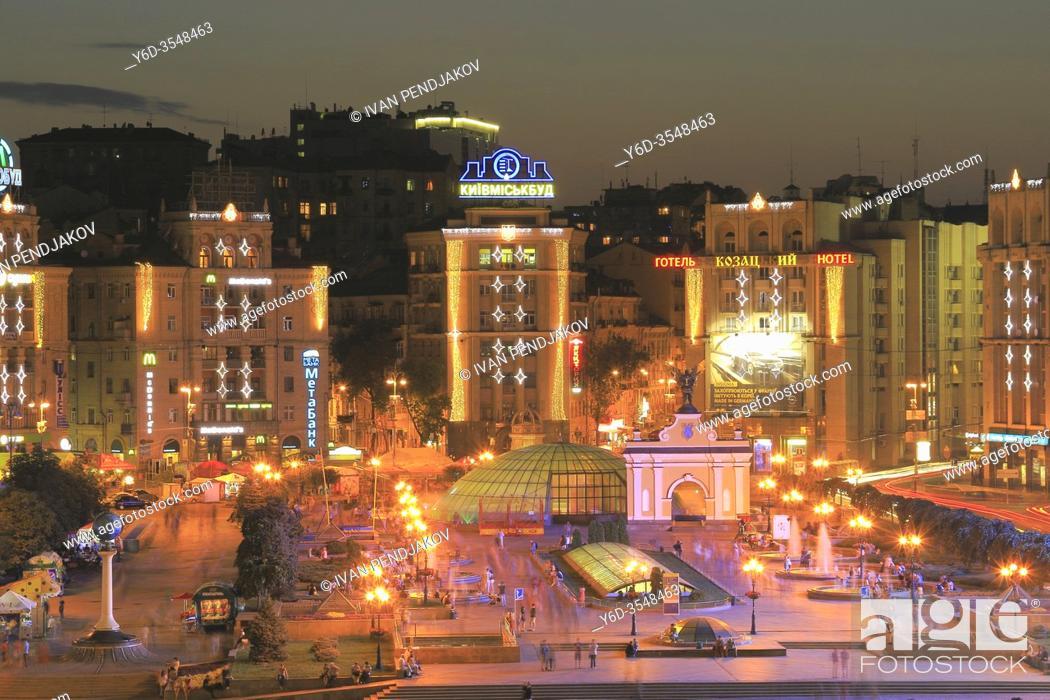 Imagen: Independence Square at Night, Kiev, Ukraine.