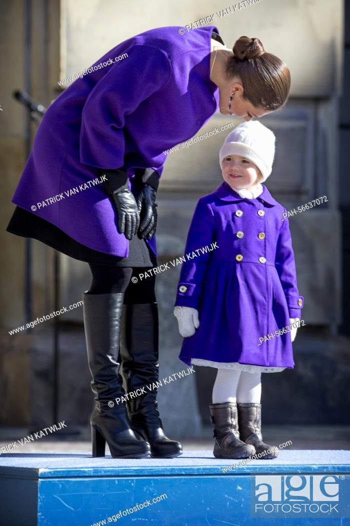 Imagen: Crown Princess Victoria and Princess Estelle of Sweden celebrate the Name Day of Crown Princess Victoria at the inner court yard of the Royal Palace in.