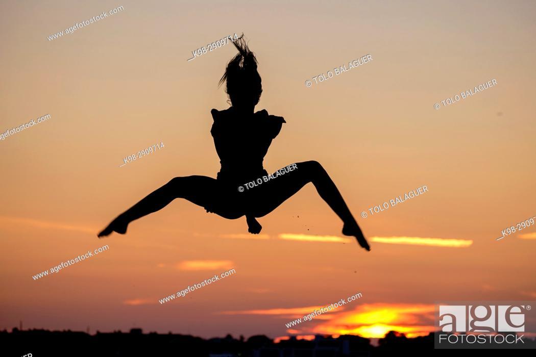 Imagen: Young woman doing yoga, playa de Sa Rapita, Campos, Mallorca, balearic islands, Spain.