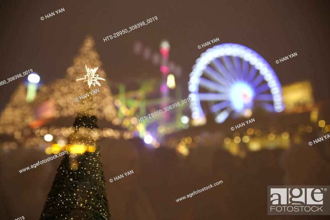 Stock Photo: (171203) -- LONDON, Dec. 3, 2017 () -- A Christmas tree and a giant wheel are seen at Hyde Park Winter Wonderland in London, Britian, on Dec. 2, 2017.
