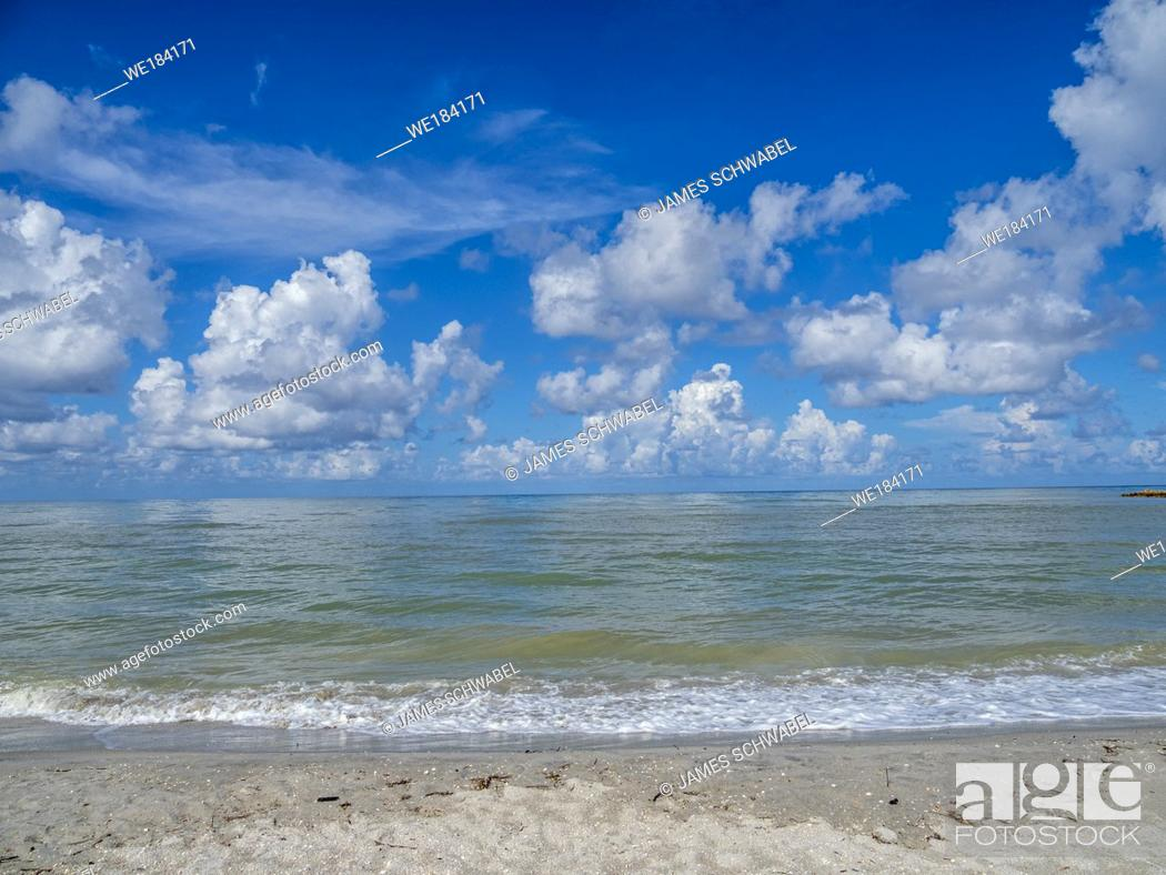 Imagen: Blind Pass Beach on the Gulf of Mexico on Sanibel Island Florida.