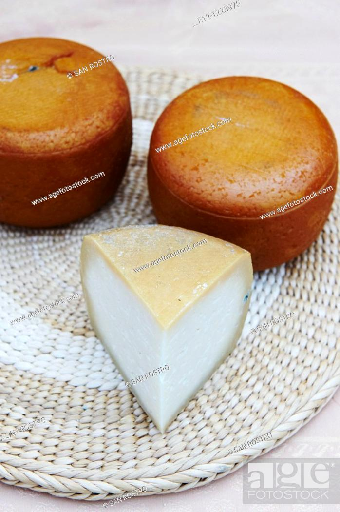 Stock Photo: Traditional sheep cheese, Jean-Pierre & Manuel Mallaroni, Urtolu valley, Sartene, South Corsica, Corsica, France.