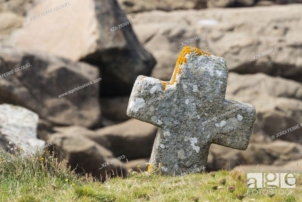 Stock Photo: Stone cross, Church Chapelle de Saint-Sanson, Landunvez, Finistère, Brittany, France, Europe.